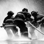 pompieri-in-azione-per-lotta-antincendio